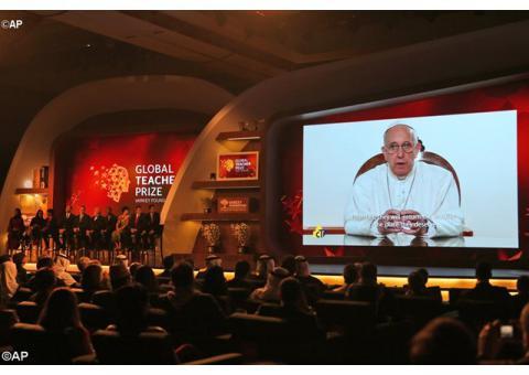 Папа: Освітяни – ремісники гуманності та будівничі миру