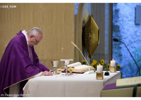 Папа: Долаємо чимало «долин темряви», але Господь з нами