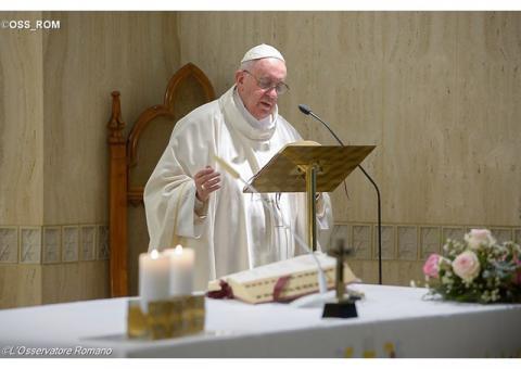 Папа: Хто насправді слухає Ісуса, тому непотрібні ясновидці